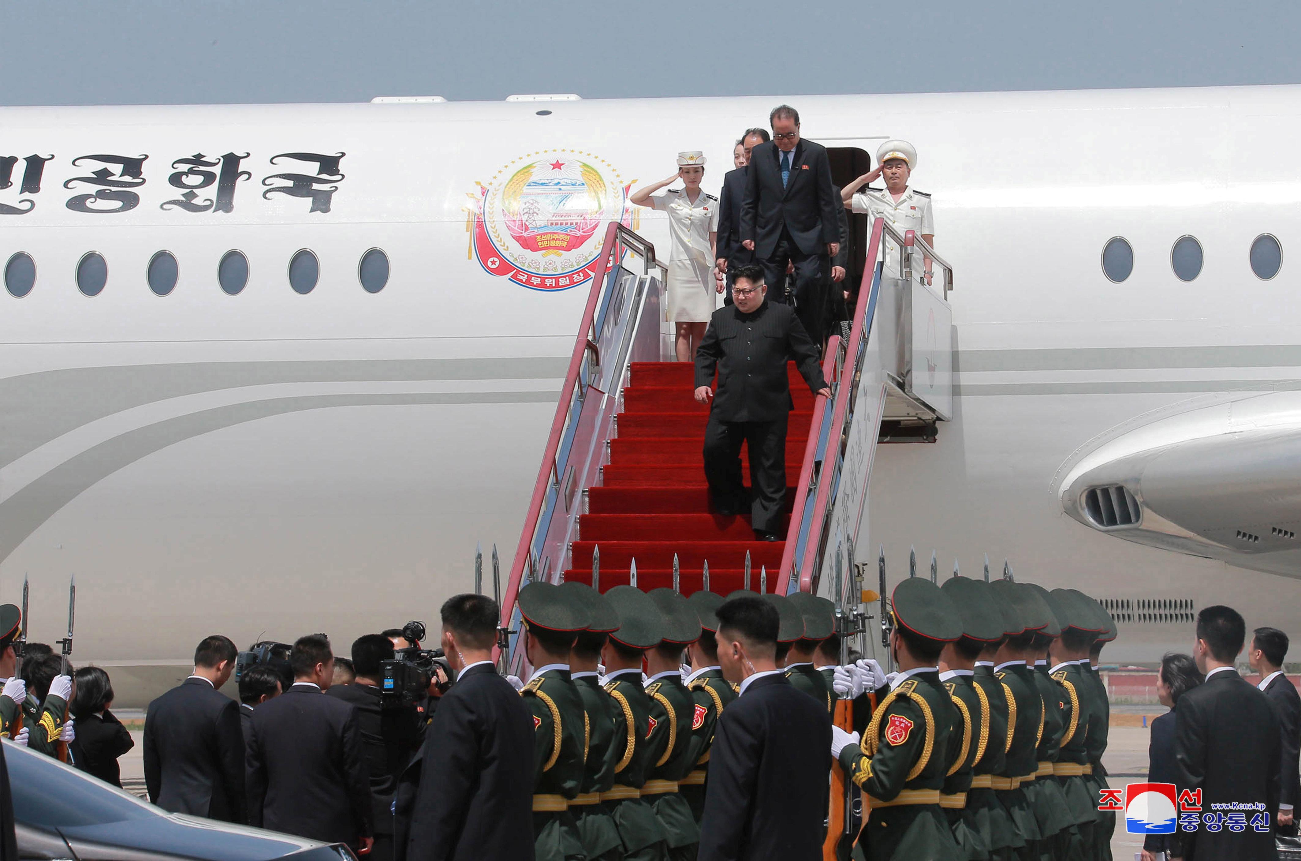 북한 김정은 전용기 추정 여객기가 싱가포르로 향하고 있다