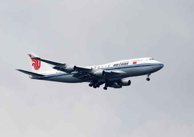 김정은 북한 국무위원장을 태운 중국국제항공 여객기가 10일 싱가포르 창이국제공항에 착륙하고