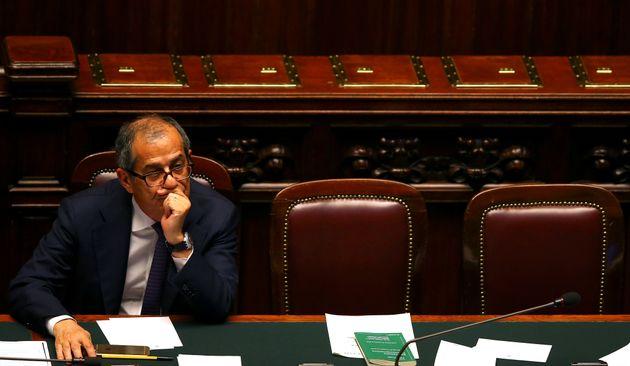 Η Ιταλία δεν έχει πρόθεση να εγκαταλείψει το ευρώ, δηλώνει ο νέος υπουργός Οικονομικών Τζιοβάνι