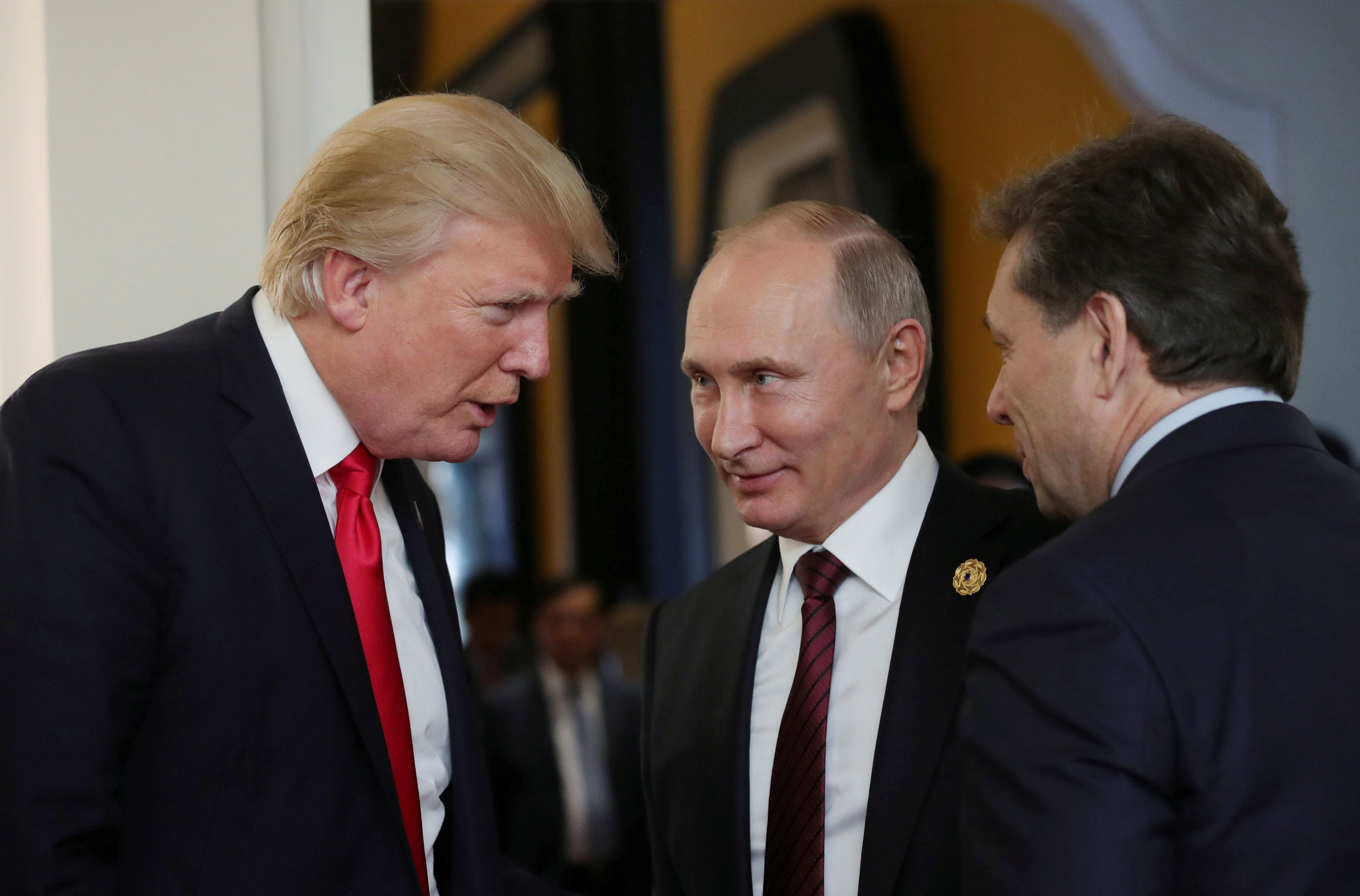 U.S. President Donald Trump and Russian President Vladimir Putin talk during a break in a session of the APEC summit in Danang, Vietnam November 11, 2017. Sputnik/Mikhail Klimentyev/Kremlin via REUTERS ATTENTION EDITORS - THIS IMAGE WAS PROVIDED BY A THIRD PARTY.