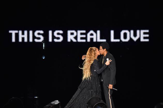 Beyonce & Jay-Z: Η ανανέωση των γαμήλιων όρκων και οι συγκινητικές οικογενειακές φωτογραφίες που προβλήθηκαν...