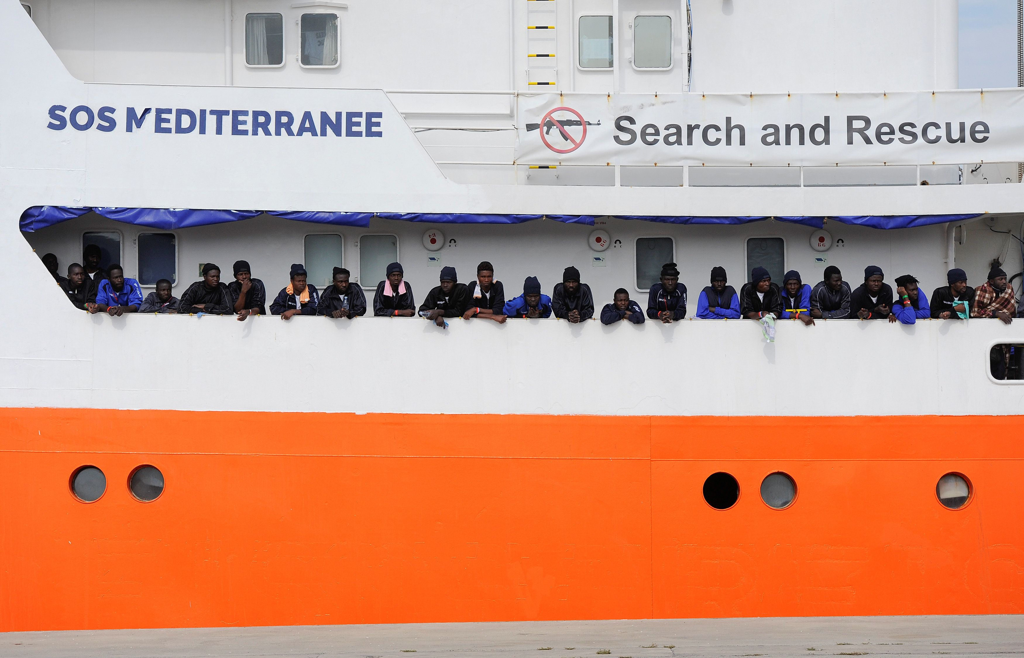 «Μπαλάκι» το Aquarius με τους 629 πρόσφυγες μεταξύ Ιταλίας και Μάλτας