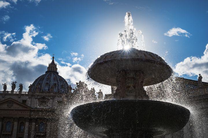 바티칸 성 베드로 대성당의 분수