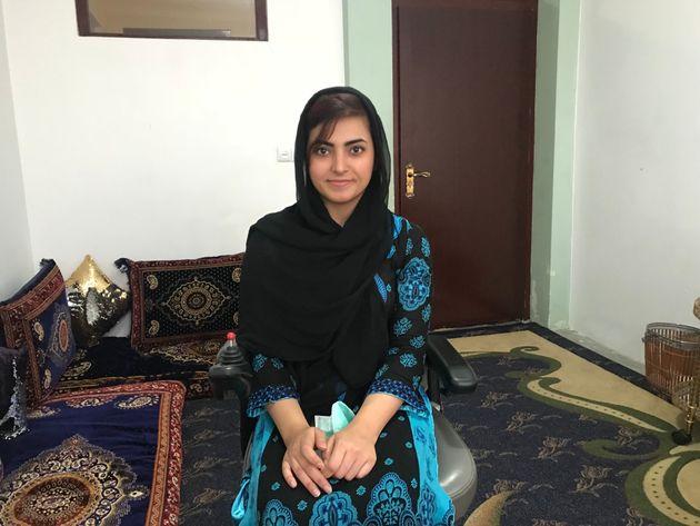 Breshna Musazai, que fue disparada por los talibanes por querer estudiar, recibió su diploma universitario...