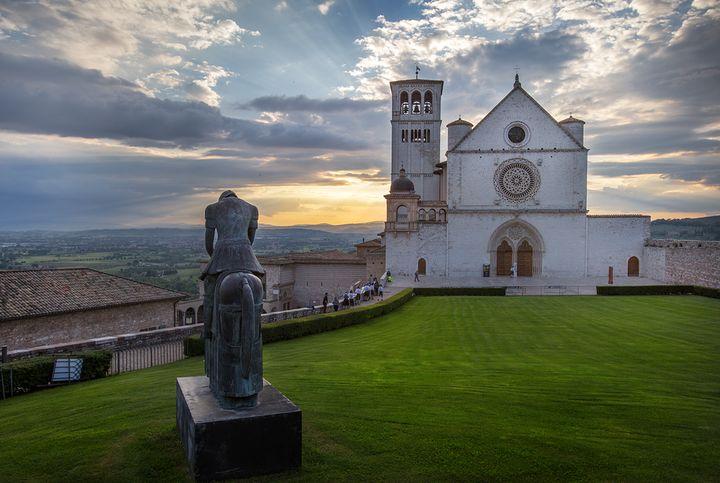 성 프란체스코 성당과 노을