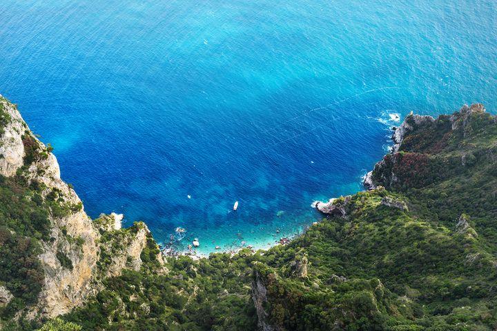 푸르디 푸른 카프리섬의 바다