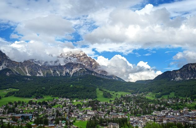 그런 산세 아래에 그림처럼 펼쳐져 있는 이탈리아 알프스 마을 코르티나 담페초. 누구나 며칠 머물러 봤음 하던 천국 같은 곳이니 꼭 한번 가보시길 바랍니다