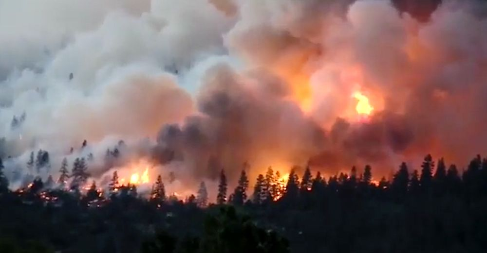 Gusting winds are driving the flames of alargely uncontrolled wildfirein southwest Colorado