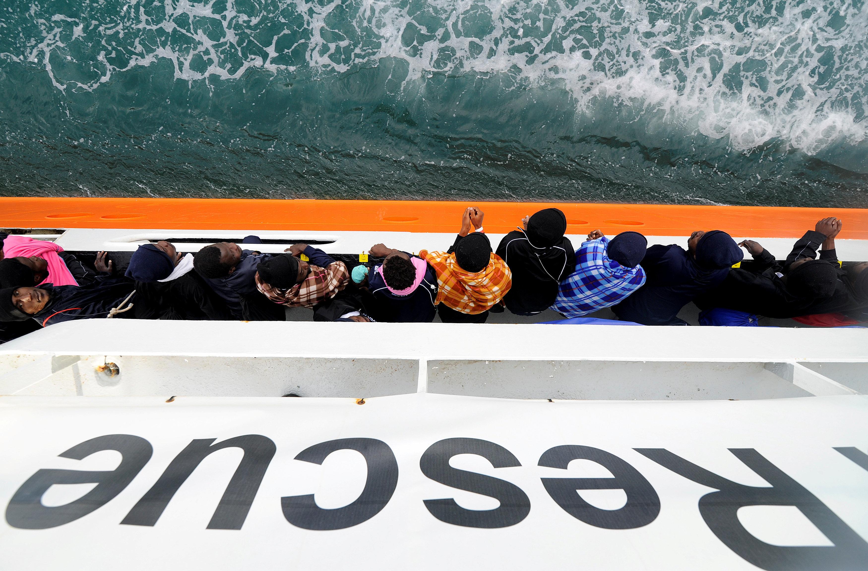Οι δήμαρχοι του ιταλικού Νότου αψηφούν την κυβέρνηση και ανοίγουν τα λιμάνια τους στους πρόσφυγες