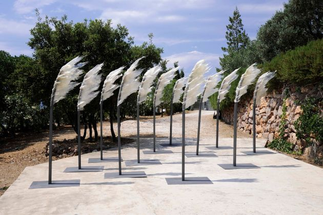 Άνεμος και κύμα, παρουσία και απουσία, ύλη και χώρος στη νέα έκθεση του Κώστα