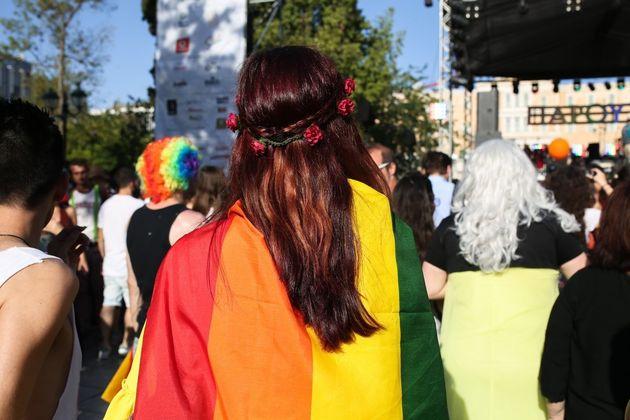 Η πρώτη συνέντευξη Ελληνίδας ομοφυλόφιλης αστυνομικού. «Βιώνω διπλό
