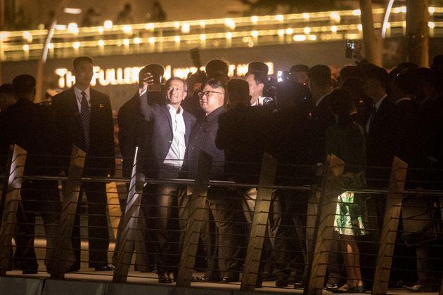 Η νυχτερινή βόλτα του Κιμ Γιονγκ Ουν στη Σιγκαπούρη σε