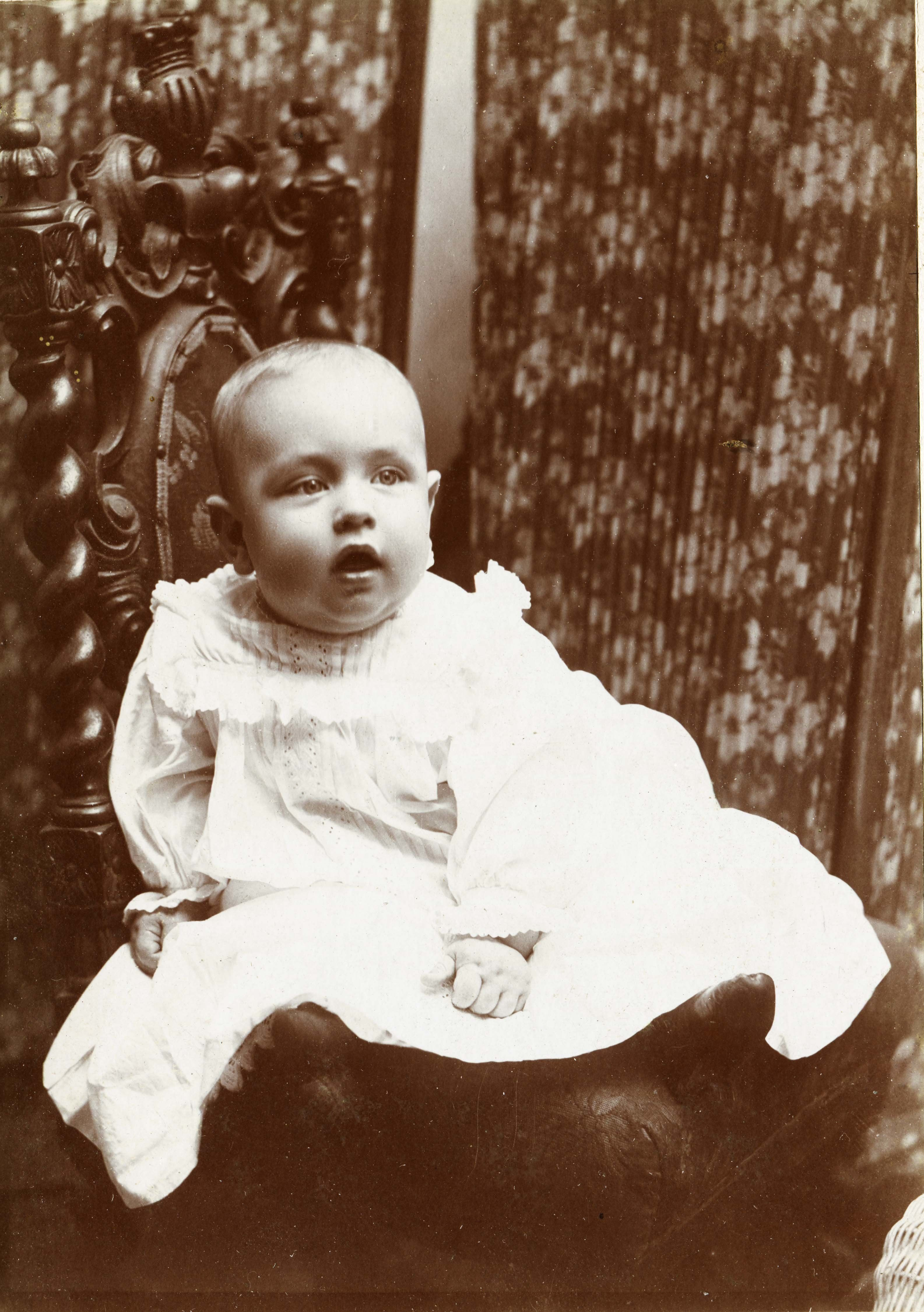 A very cute baby stares with interest at the camera, circa 1880. (Photo by Transcendental Graphics/Getty Images)
