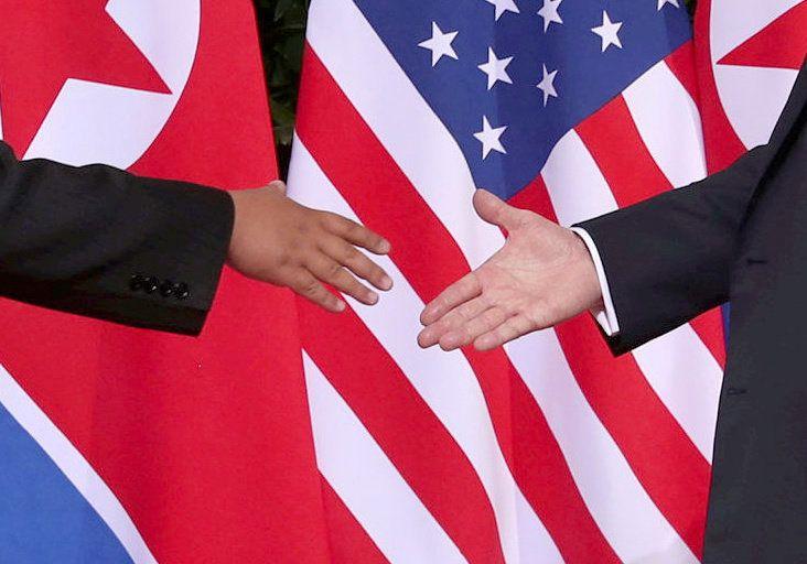 [화보] 28장의 사진으로 보는 트럼프와 김정은의 첫