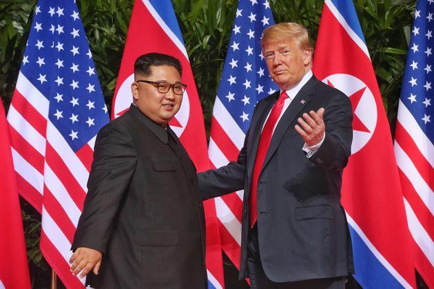 Η ιστορική συνάντηση του Τραμπ με τον Κιμ Γιονγκ ουν στην Σιγκαπούρη. Κοινές δηλώσεις και