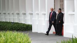 회담을 마친 트럼프 대통령이 김정은 위원장을 데려가 보여준