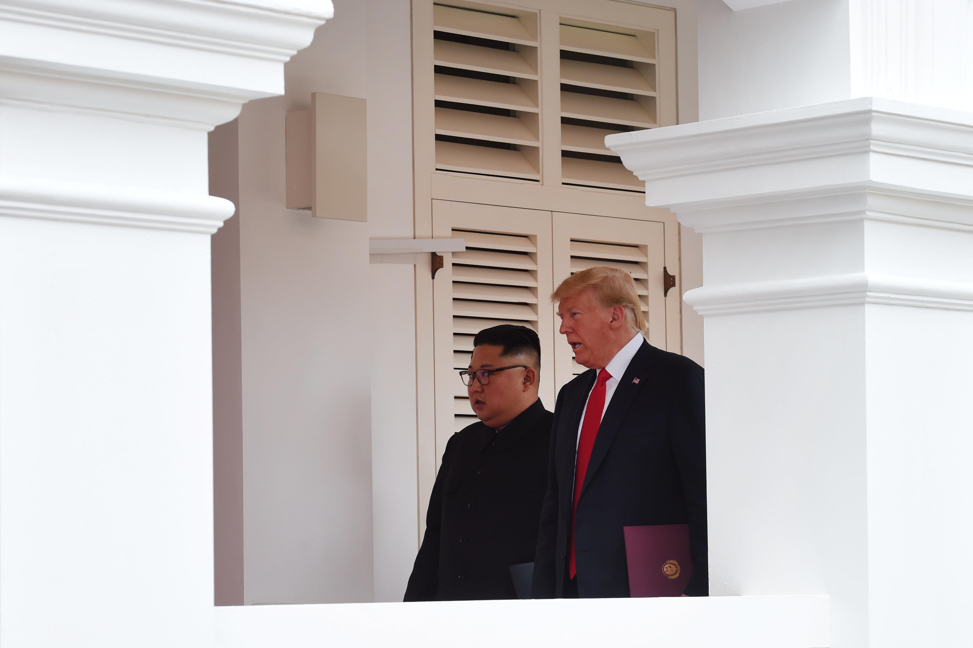 Εγγυήσεις ασφάλειας από τις ΗΠΑ στη Β.Κορέα και πλήρης αποπυρηνικοποίηση. Τα βασικά σημεία της συμφωνίας και το κοινό ανακοινωθέν Τραμπ-Κιμ Γιονγκ ουν