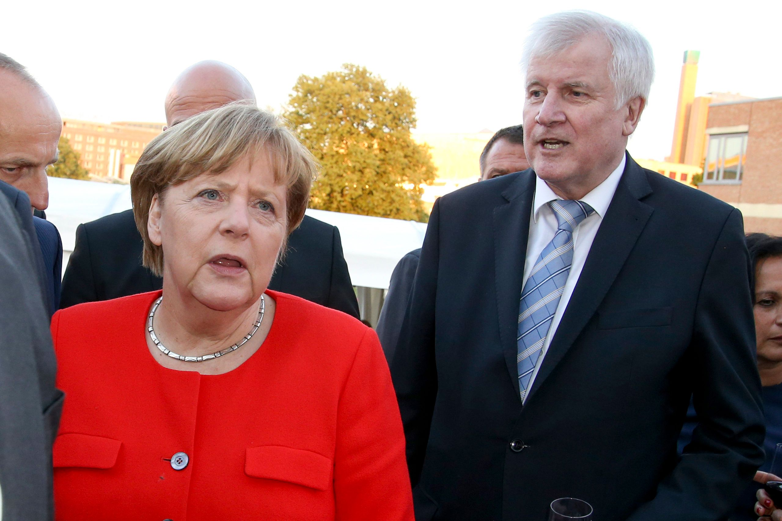 Erste CDU-Politiker stellen sich im Flüchtlingsstreit hinter Seehofer – und gegen