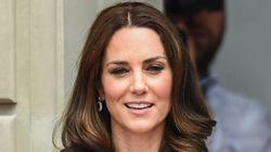 Η Kate Middleton επιτρέπει στο γιο της να παίζει με όπλα και το Twitter παίρνει
