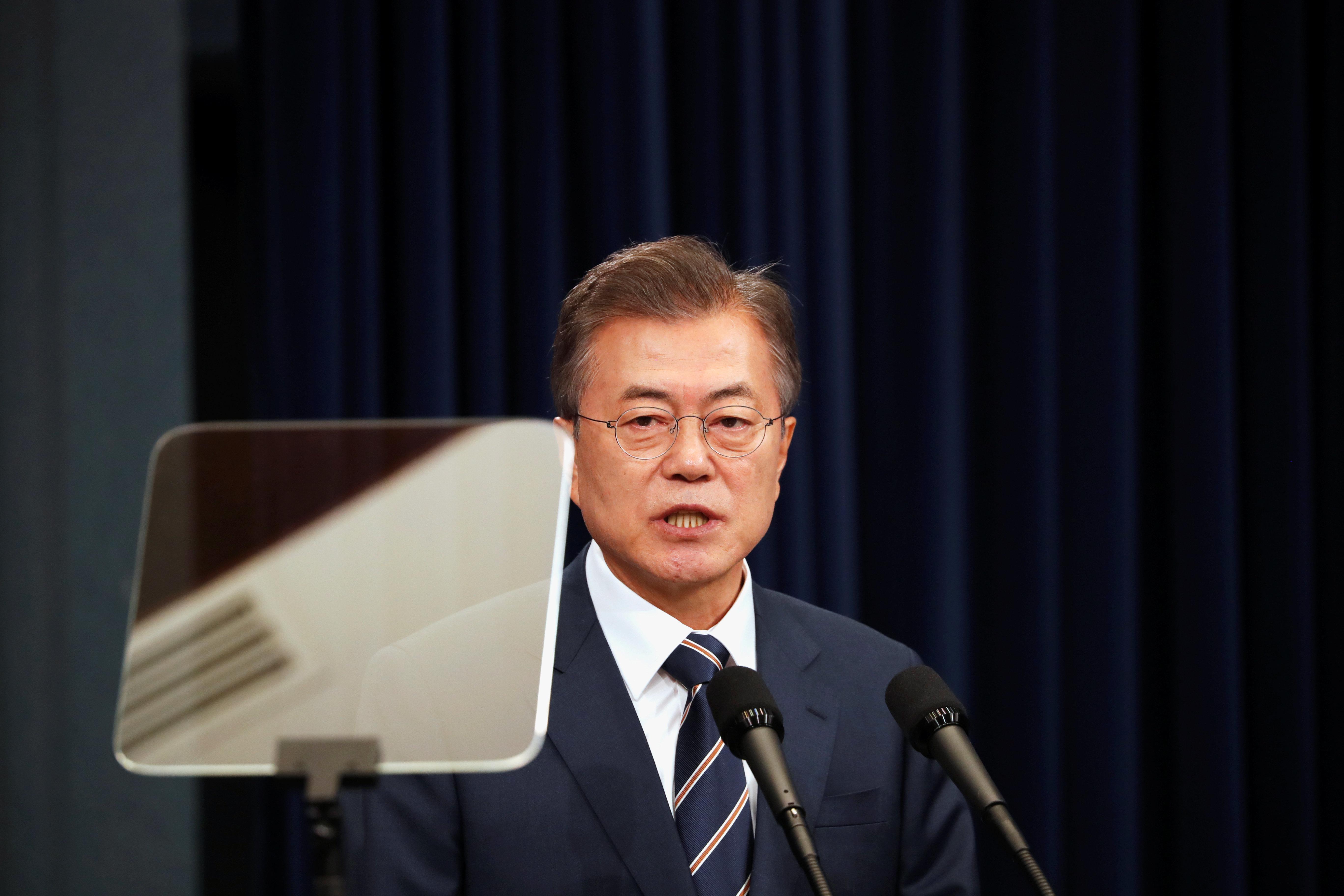 Χαιρετίζει τη συμφωνία Τραμπ-Κιμ Γιονγκ ουν η Νότια Κορέα. «Αφήνουμε πίσω τις σκοτεινές μέρες του