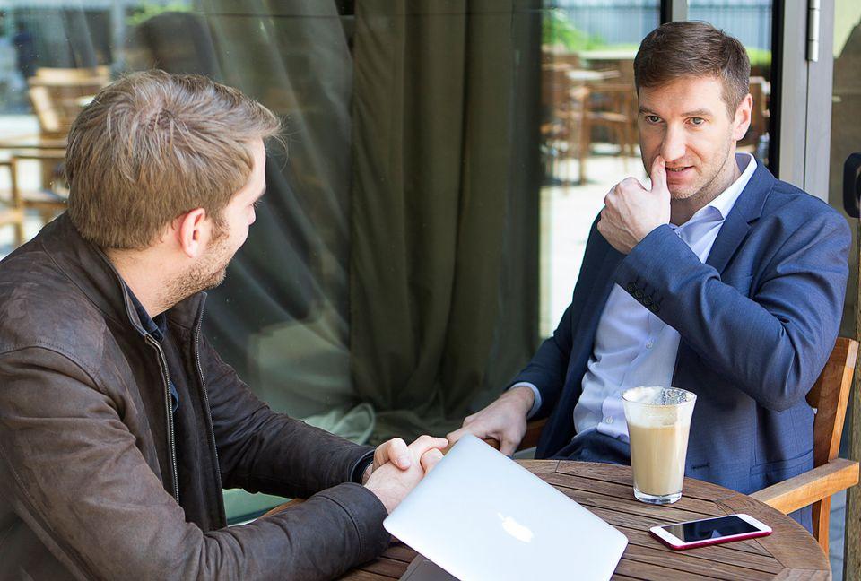 Anton Krasovksi, con el reportero del HuffPost Alemania Jürgen