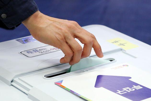 오전 8시까지 지방선거 투표율은 4.6%를