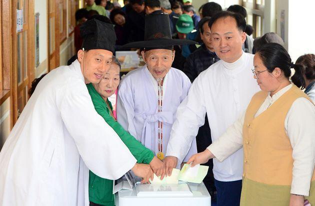 20대 국회의원 선거일인 2016년 4월 13일, 유복엽 훈장과 가족들의 투표