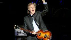 Ο Paul McCartney δίνει συναυλία-έκπληξη στο Liverpool-και οι θαυμαστές παραληρούν