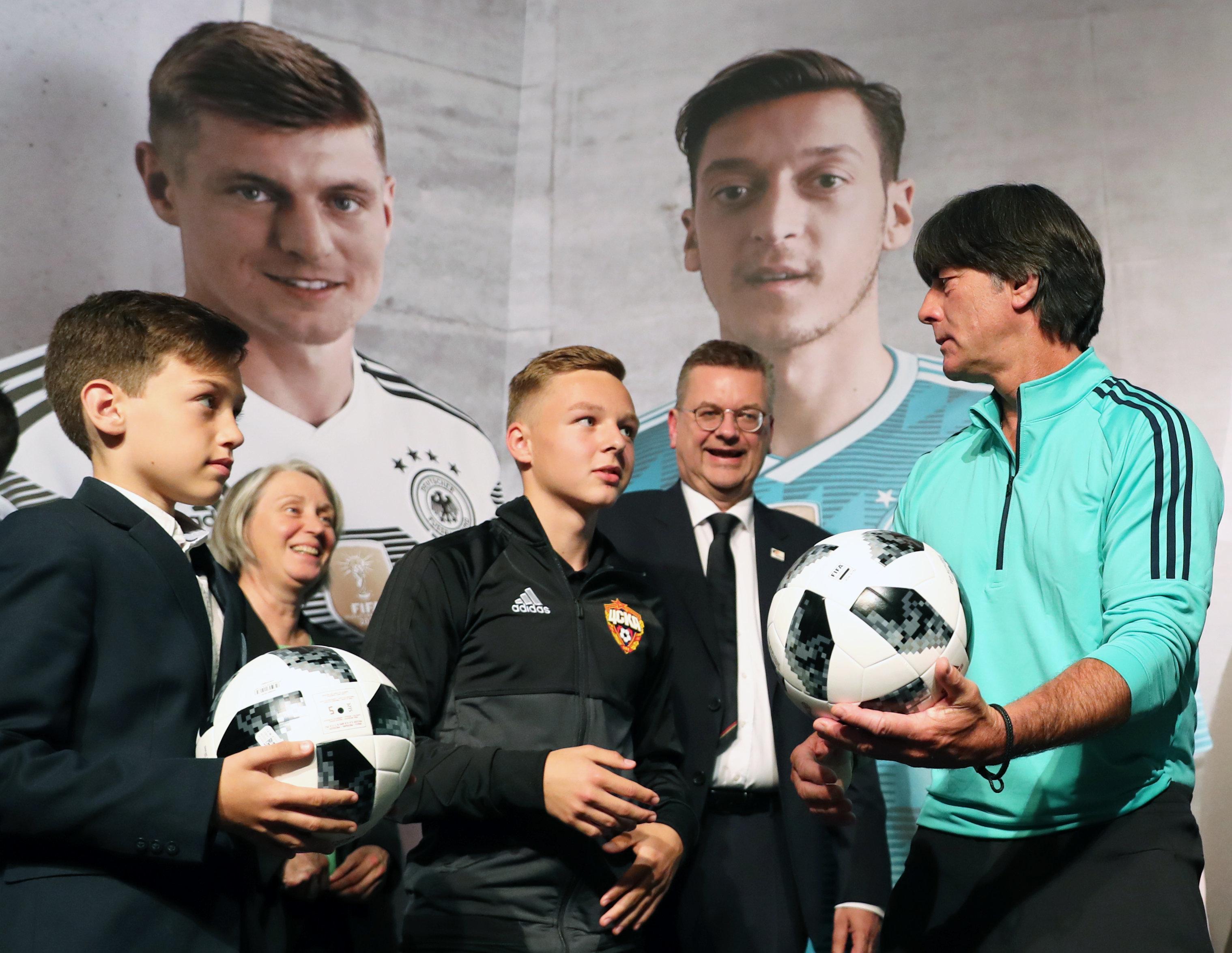 Fußball-WM in Russland: Fakten zu Sperren, Regeln, Zeitzonen