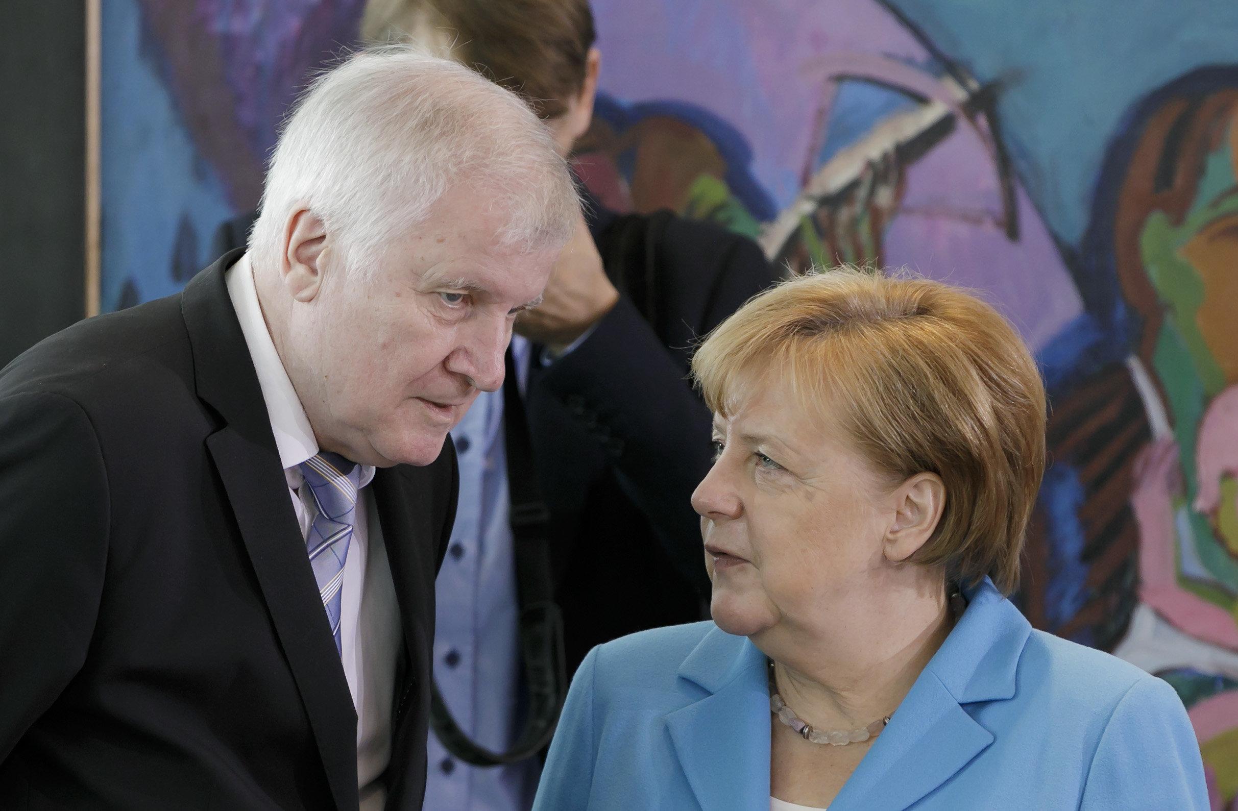 Bericht: CSU will im Asyl-Streit offnen Bruch mit der Kanzlerin riskieren