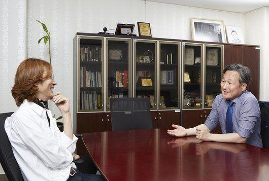 김성일(사진 왼쪽) 스타일리스트와 표창원