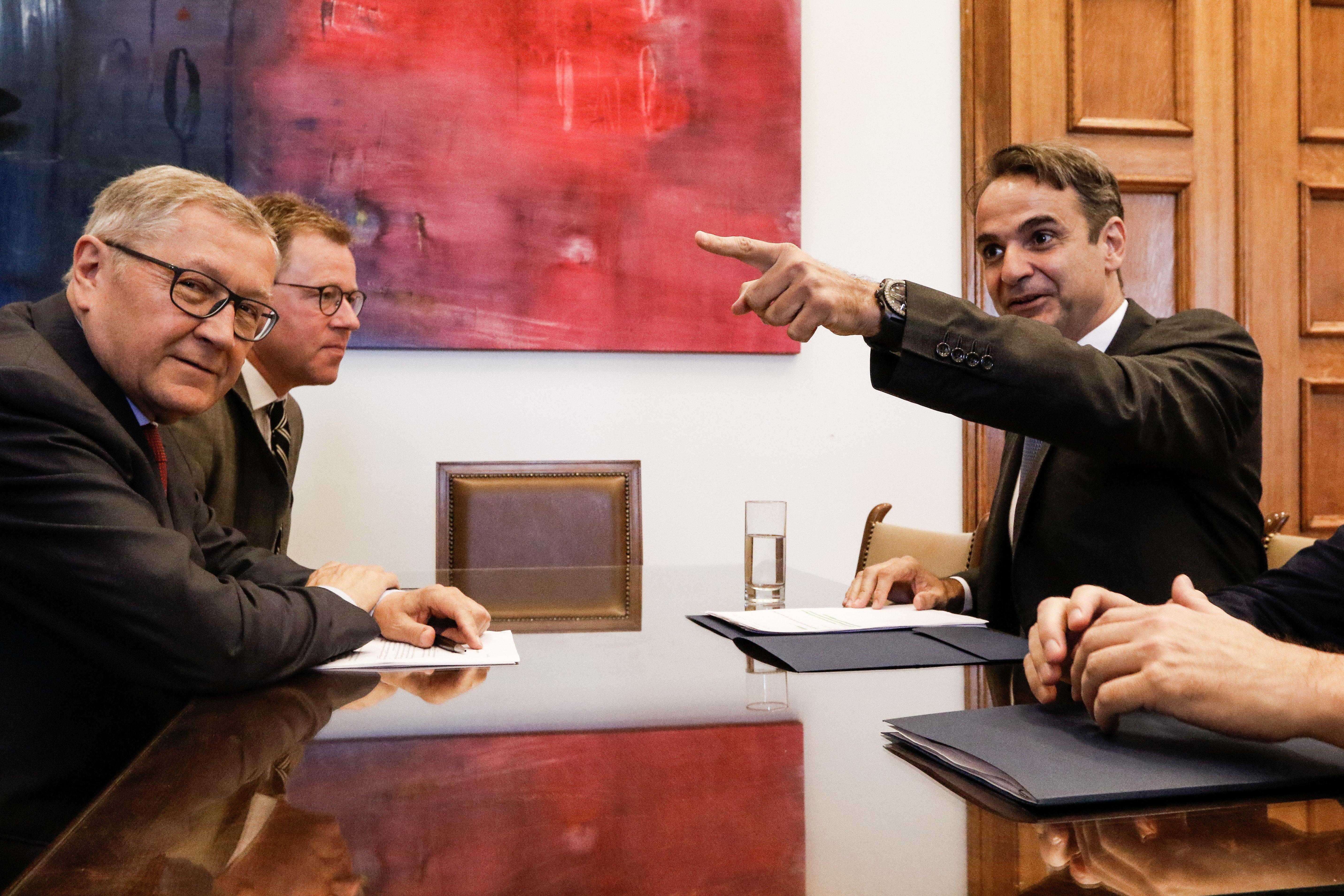 Οριστική και γενναία λύση στο θέμα του χρέους ζήτησε ο Μητσοτάκης από τον Ρέγκλινγκ κατά την συνάντησή