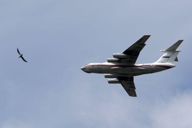 Βίντεο: Ρωσικό πυροσβεστικό αεροσκάφος ρίχνει κατά λάθος 40 τόνους νερού σε