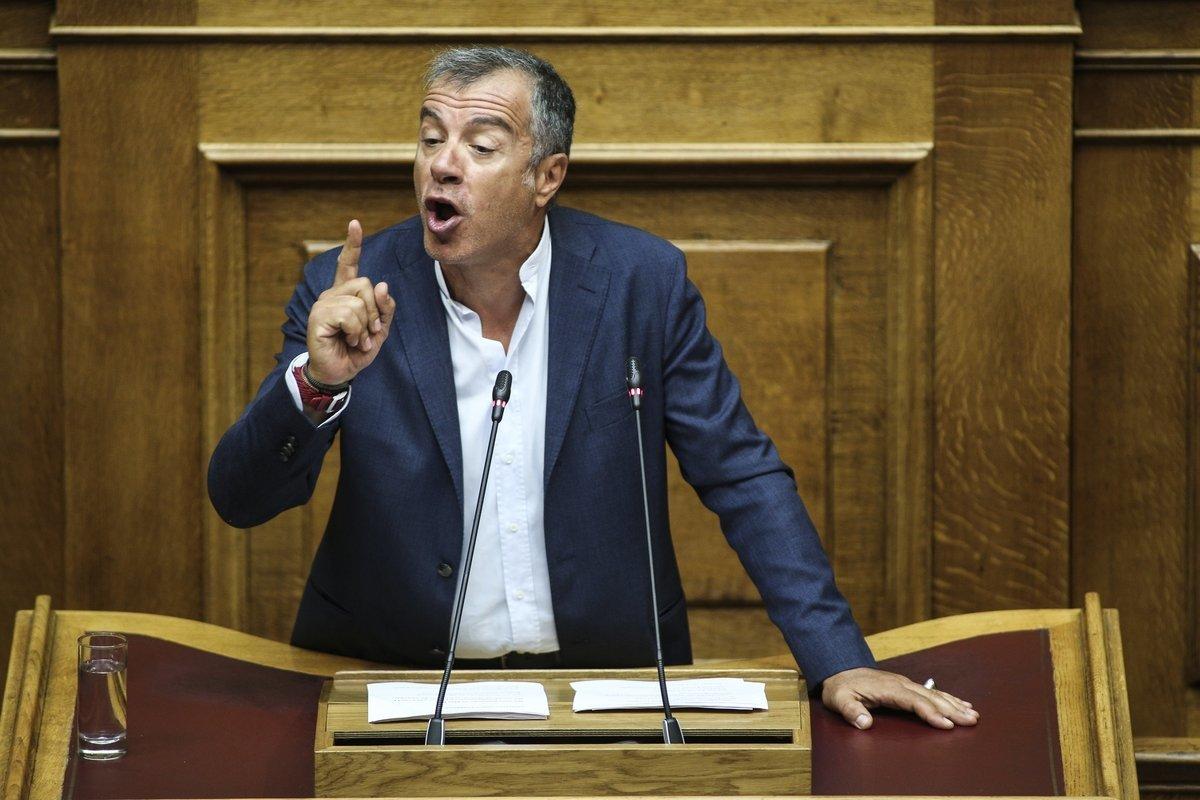 Θεοδωράκης: «Ναι» στη συμφωνία με την ΠΓΔΜ. «Όχι» στο