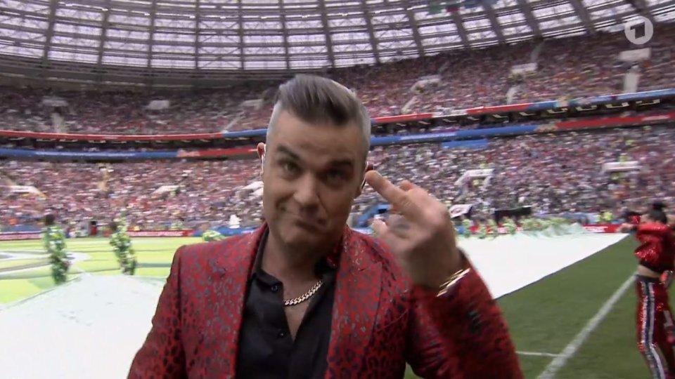 Bei WM 2018: Robbie Williams zeigt der Welt den Stinkefinger