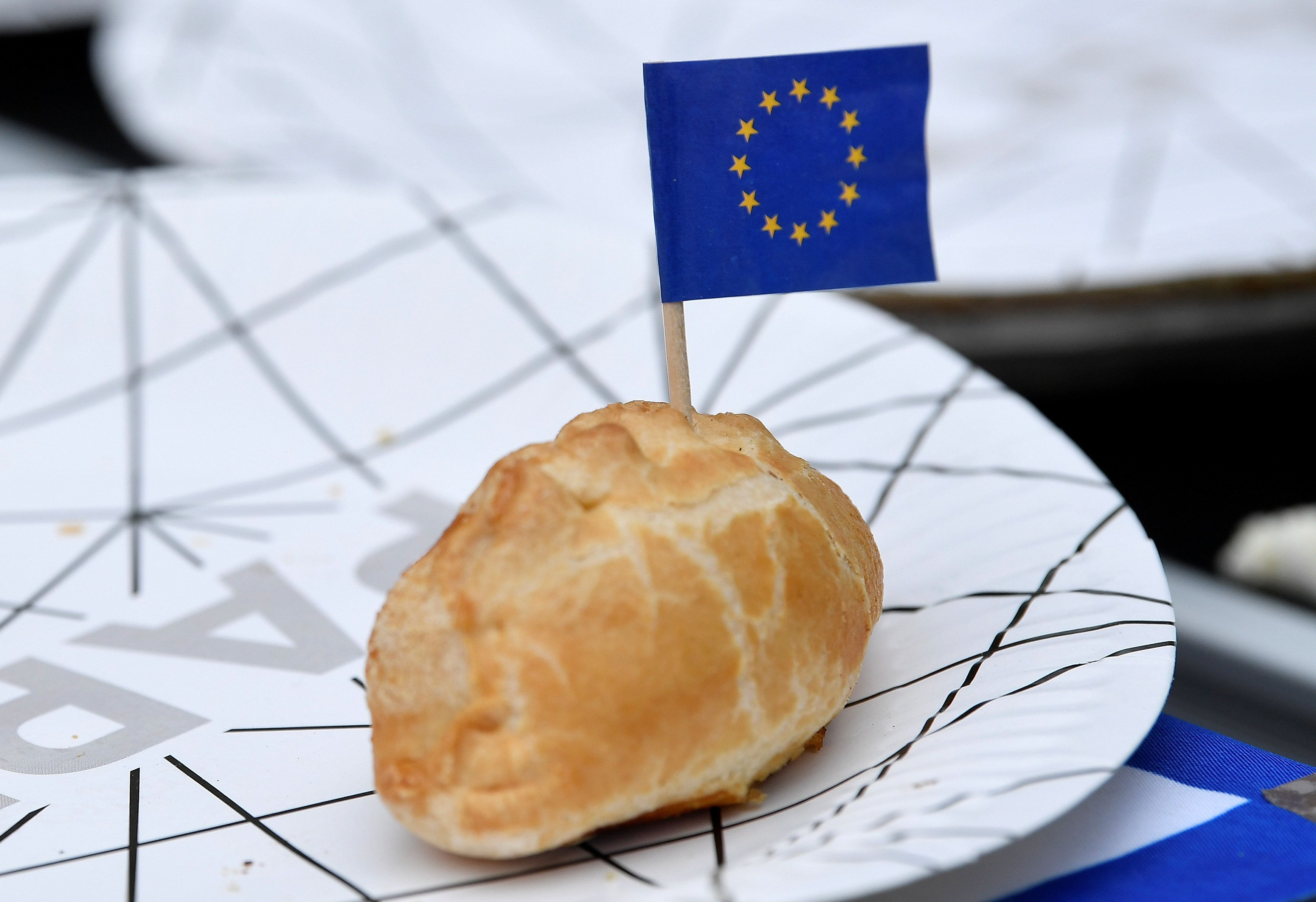 Η ΕΕ ενέκρινε ομόφωνα την επιβολή εισαγωγικών δασμών σε αμερικανικά προϊόντα ύψους 2,8 δισ. ευρώ