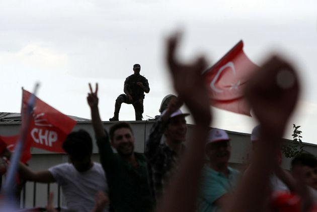 Τουρκία: Τέσσερις νεκροί, εννιά τραυματίες από επίθεση σε προεκλογική συγκέντρωση στη ΝΑ