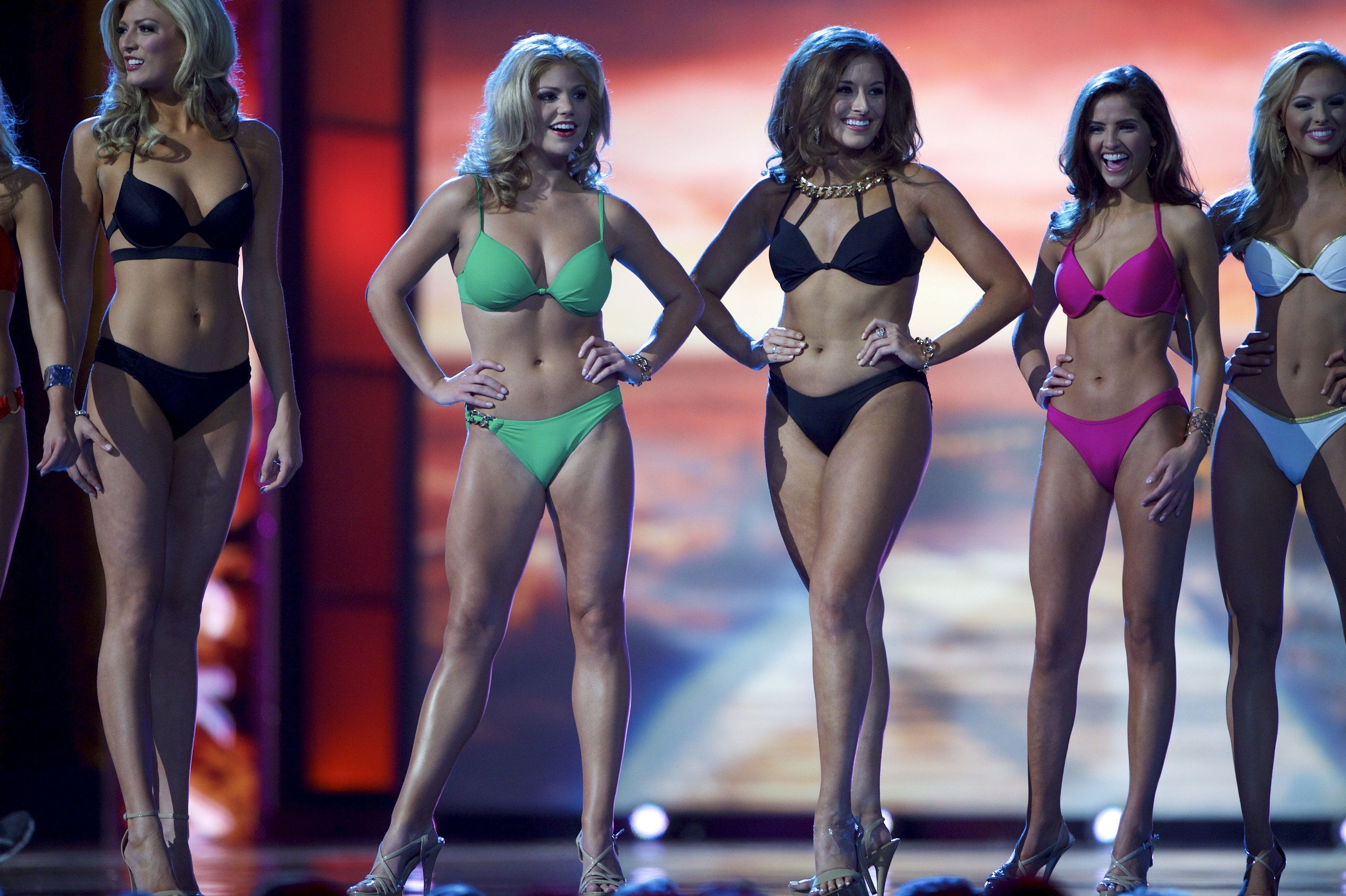 Contestants compete in the swimsuit component of the Miss America Pageant at Boardwalk Hall, in Atlantic City, New Jersey, September 13, 2015.  Miss Georgia Betty Cantrell won.  REUTERS/Mark Makela