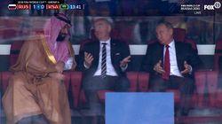 Russland-WM: Putin feixt auf der Tribüne – und im Netz machen alle denselben