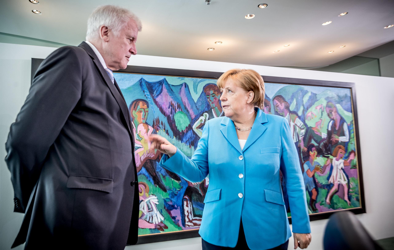 Das bislang irrste Duell zwischen Merkel und Seehofer im