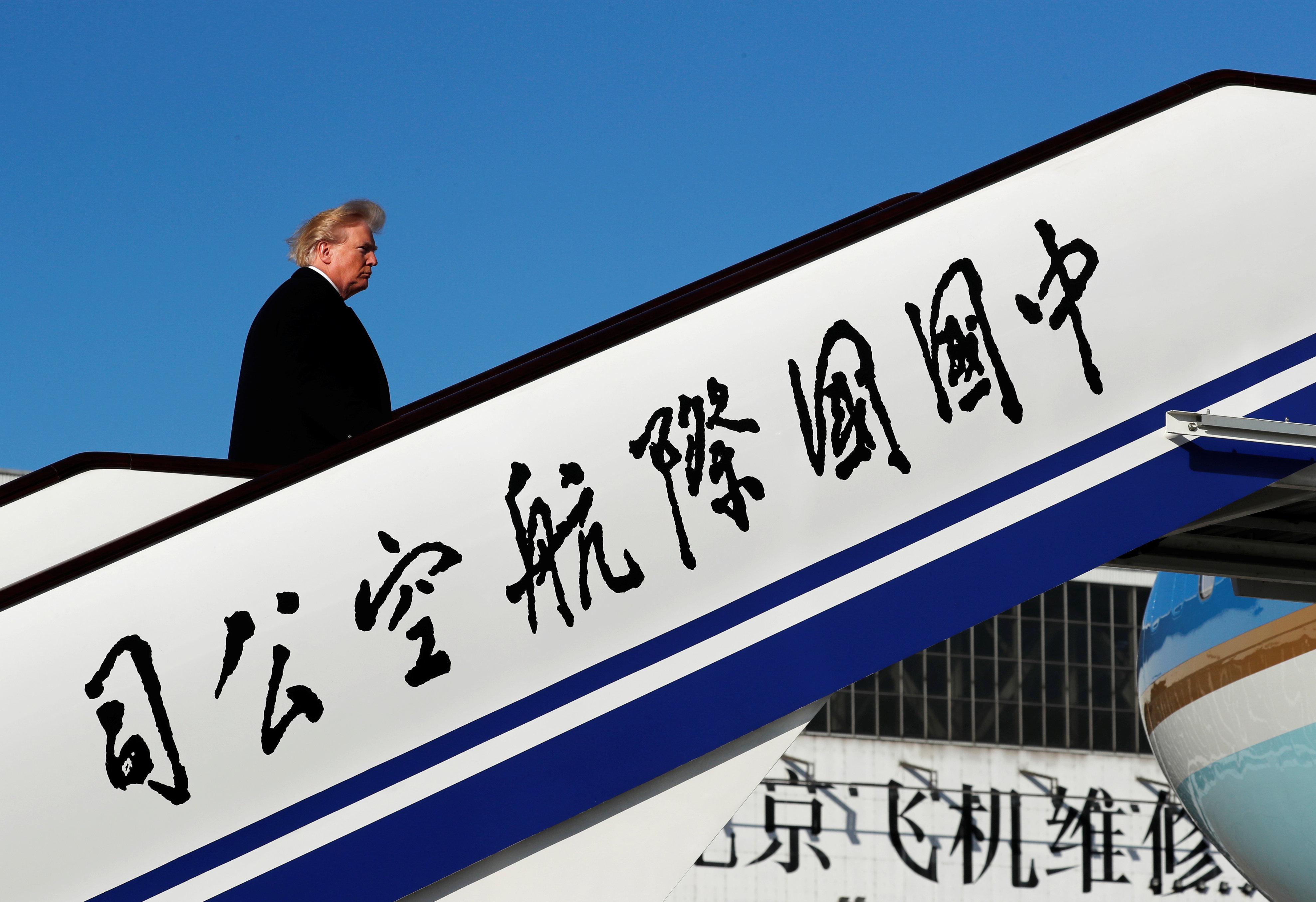 Νέους δασμούς σε εισαγόμενα προϊόντα από την Κίνα ανακοινώνει ο Τραμπ. Στα 50δισεκ. δολάρια η συνολική...