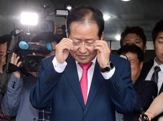 당 대표 사퇴 하루 만에 홍준표의 당권 재장악 시나리오가 거론되는