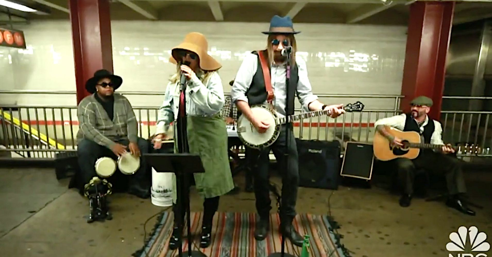 Disguised Christina Aguilera And Jimmy Fallon Sing In New York Subway