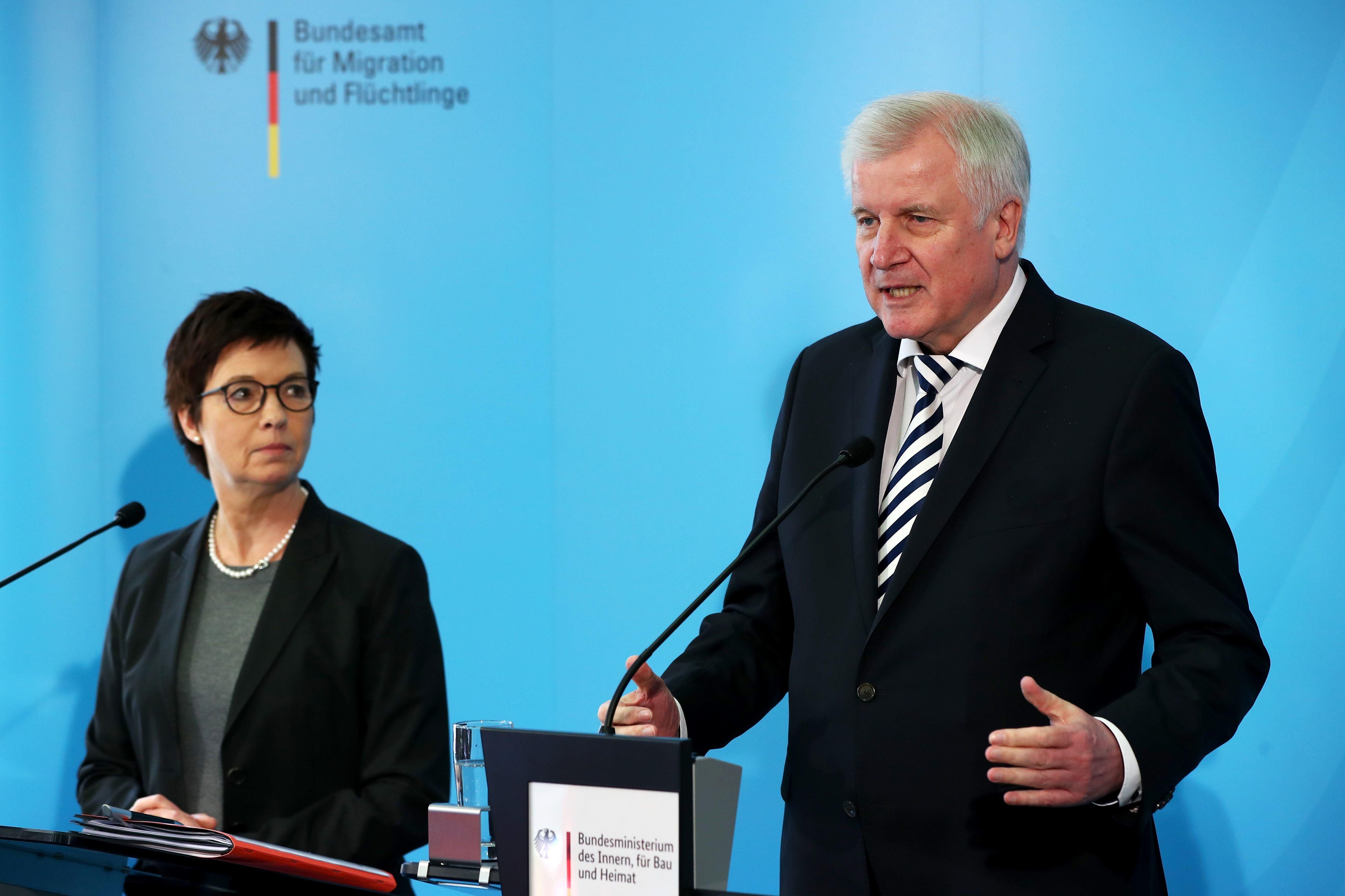 Medienbericht: Seehofer will Bamf-Chefin Cordt