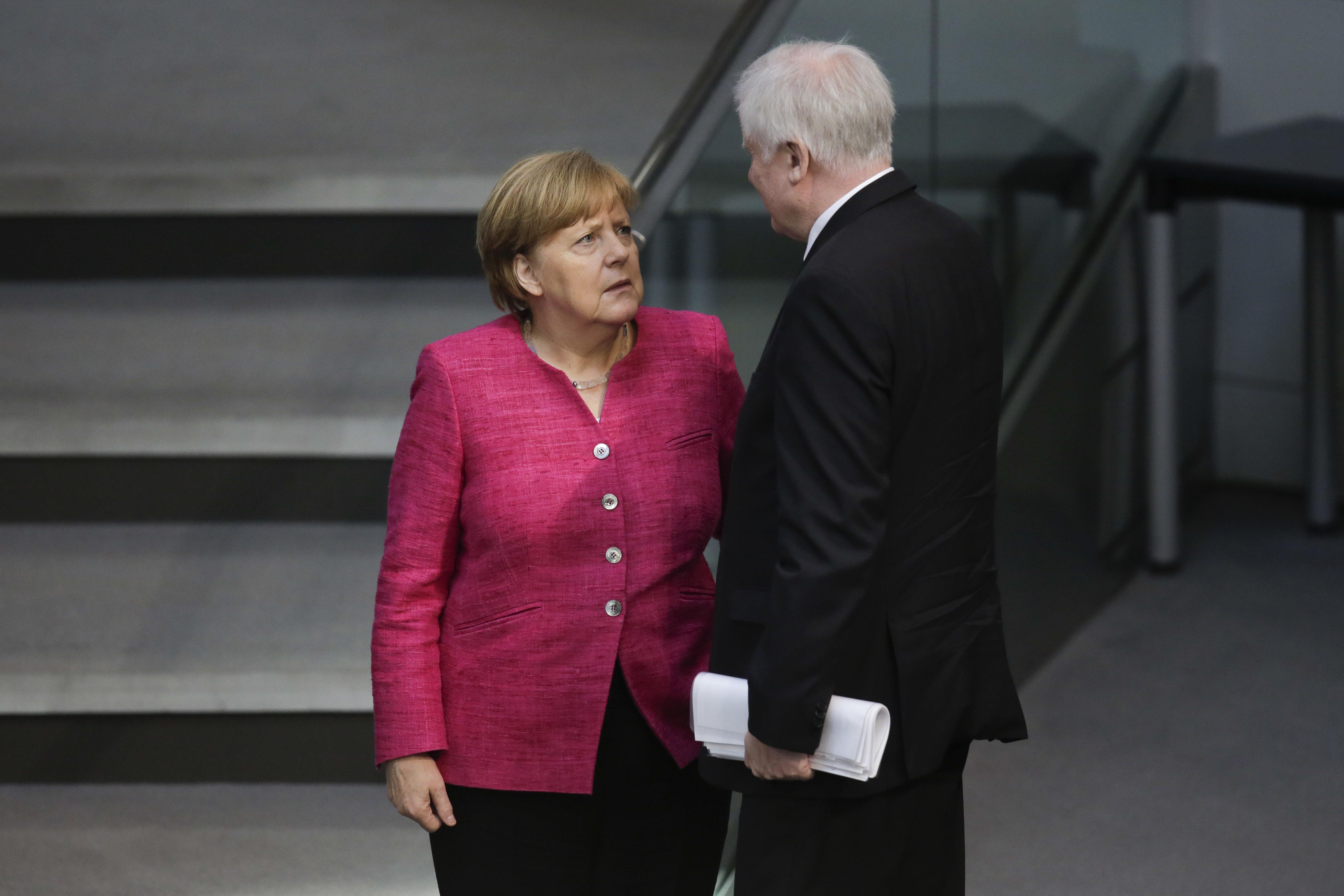 Asylstreit von Merkel und Seehofer: Diese 5 Entwicklungen vom Freitag müsst ihr