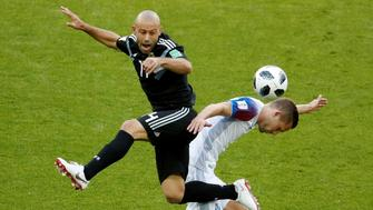 Soccer Football - World Cup - Group D - Argentina vs Iceland - Spartak Stadium, Moscow, Russia - June 16, 2018   Argentina's Javier Mascherano in action with Iceland's Gylfi Sigurdsson     REUTERS/Christian Hartmann     TPX IMAGES OF THE DAY