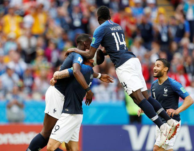프랑스 월드컵 대표팀 선수들이 16일(현지시각) 러시아에서 열린 2018 러시아월드컵C조 조별예선 호주와의 경기에서 두번 째 골을 넣은 뒤 세리머니를 하고