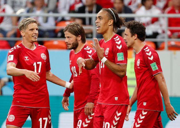 덴마크 월드컵 대표팀 선수들이 16일(현지시각) 러시아에서 열린 페루와의 2018 러시아 월드컵 C조 조별예선 1차전에서 첫 골을 넣은 후 기뻐하고