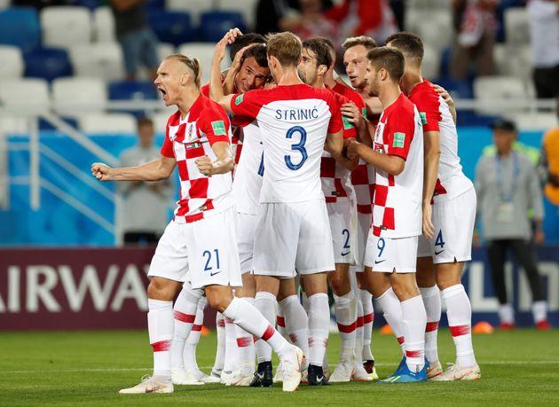크로아티아 월드컵 대표팀 선수들이 16일(현지시각) 러시아 칼리닌그라드의 칼리닌그라드 스타디움에서 열린 2018 러시아 월드컵 D조 조별예선 1차전에서 나이지리아의 자책골로 득점을...