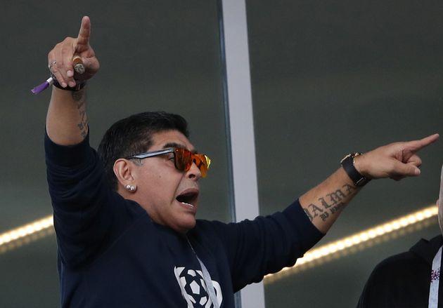 '아르헨티나 축구영웅' 마라도나가 한국 팬 향해 '아시아인 비하 제스처'를